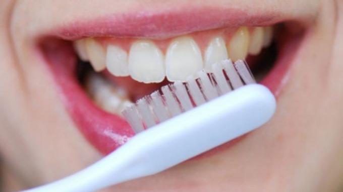 10 Cara Merawat Gigi Agar Putih Dan Wangi Dengan Alami Serta Mudah