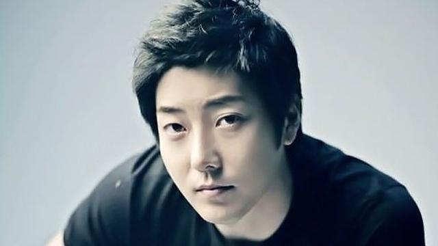 Kim Ji-hoo Femaleonklik